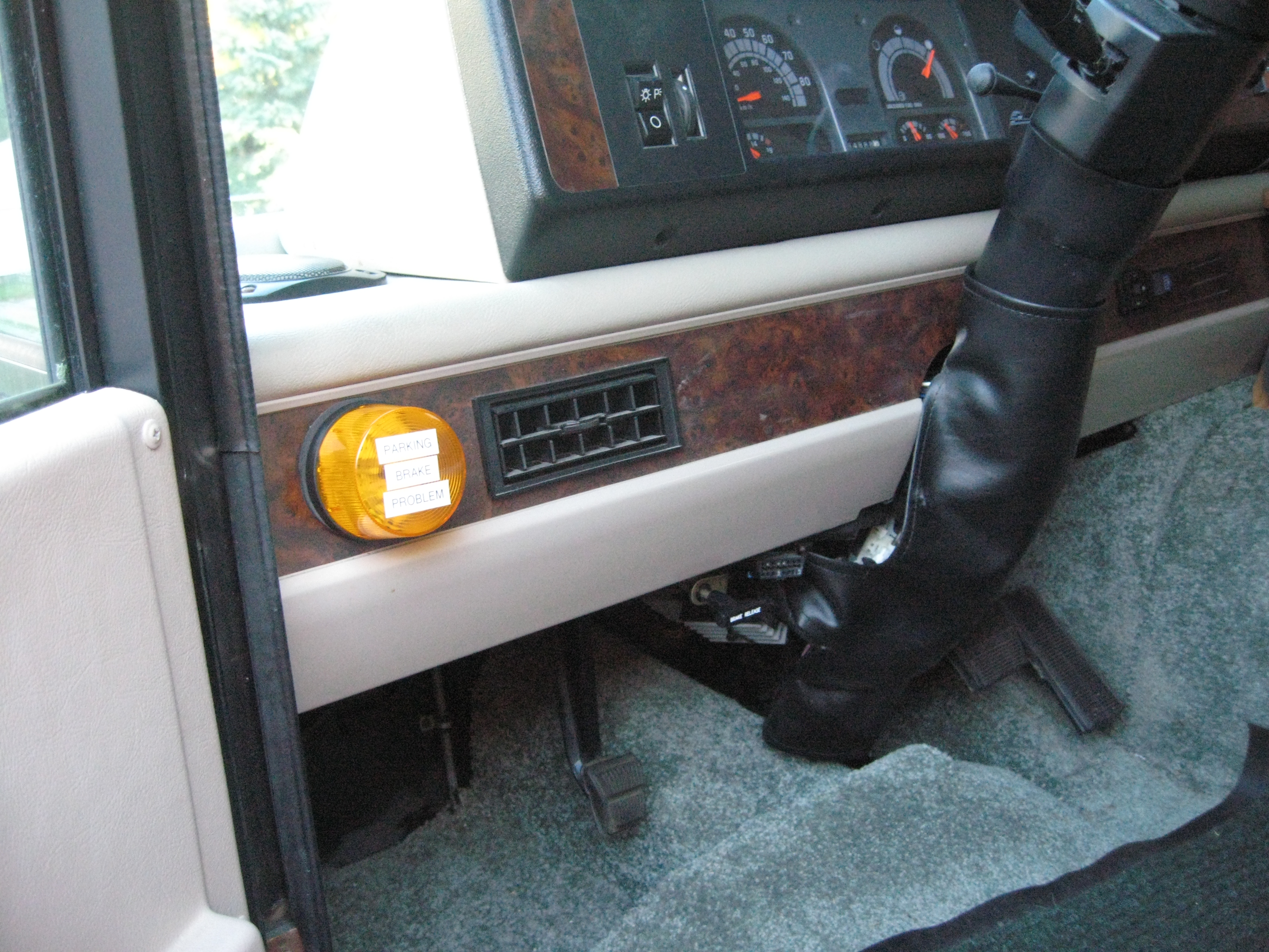 The Location Of The Strobe on Fleetwood Motorhome Fuse Box Location